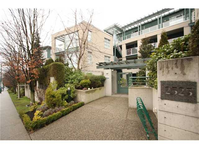 """Main Photo: 406 2525 W 4TH Avenue in Vancouver: Kitsilano Condo for sale in """"SEAGATE"""" (Vancouver West)  : MLS®# V869208"""