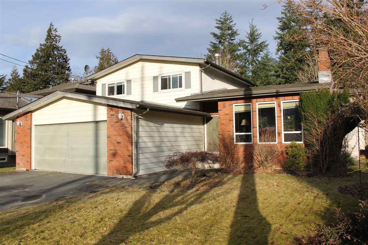 Main Photo: 635 7TH Avenue in Hope: Hope Center House for sale : MLS®# R2068740