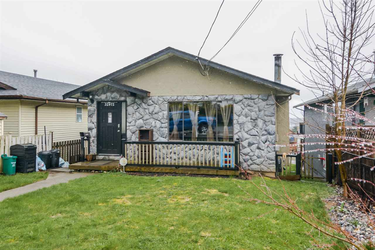 Main Photo: 32972 4TH Avenue in Mission: Mission BC House for sale : MLS®# R2150290