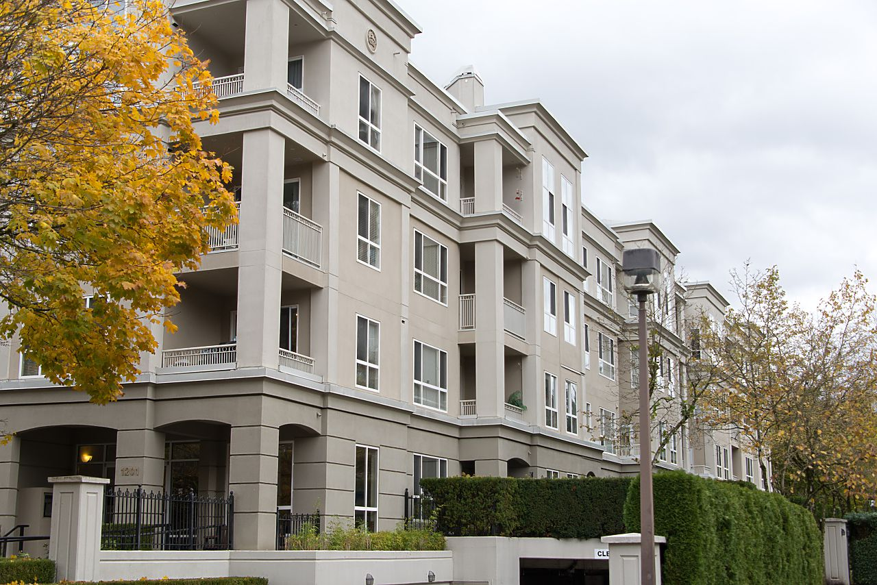 "Main Photo: 212 3098 GUILDFORD Way in Coquitlam: North Coquitlam Condo for sale in ""MARLBOROUGH HOUSE"" : MLS®# R2225808"