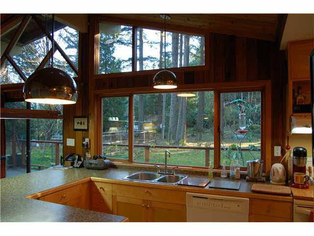 Main Photo: 372 EAGLES NEST ROAD in Bowen Island: Home for sale : MLS®# V1093421