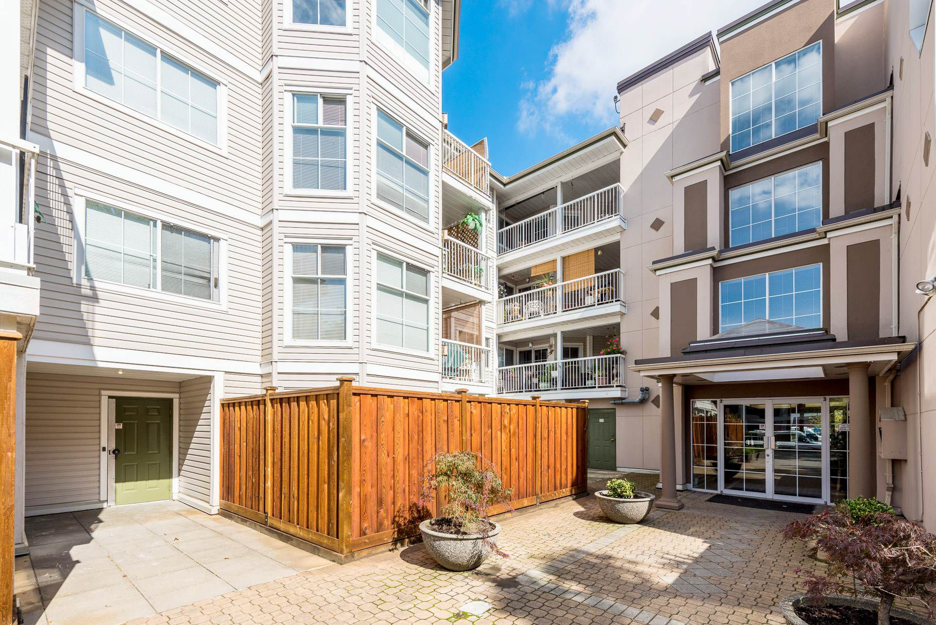 "Main Photo: 312 2678 DIXON Street in Port Coquitlam: Central Pt Coquitlam Condo for sale in ""The Springdale"" : MLS®# R2307158"