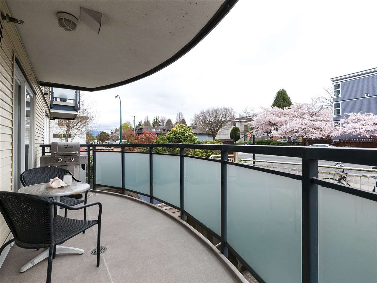 Main Photo: 204 33 N TEMPLETON Drive in Vancouver: Hastings Condo for sale (Vancouver East)  : MLS®# R2361310