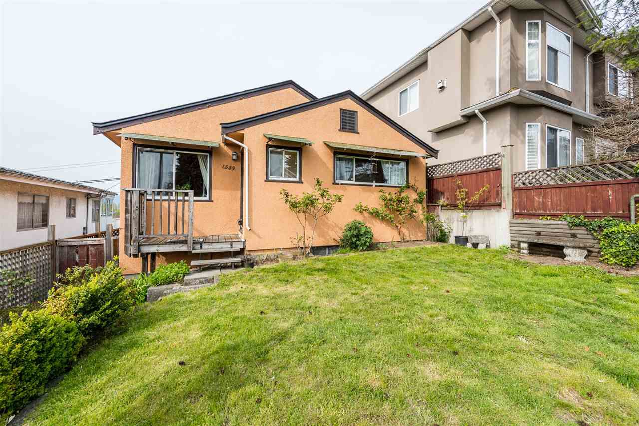 Main Photo: 1559 E 41 Avenue in Vancouver: Knight House for sale (Vancouver East)  : MLS®# R2374209