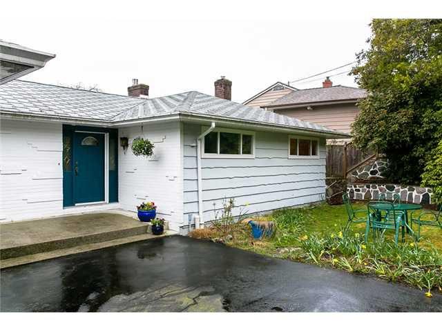 Main Photo: 517 GRANADA Crescent in North Vancouver: Upper Delbrook House for sale : MLS®# V1057790
