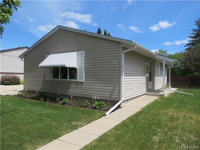 Main Photo: 95 Lismer Crescent in WINNIPEG: Charleswood Residential for sale (South Winnipeg)  : MLS®# 1414652