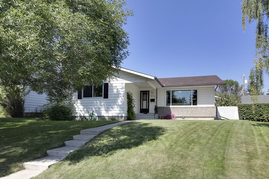Main Photo: 8536 Atlas Drive SE in Calgary: House for sale : MLS®# C3633111