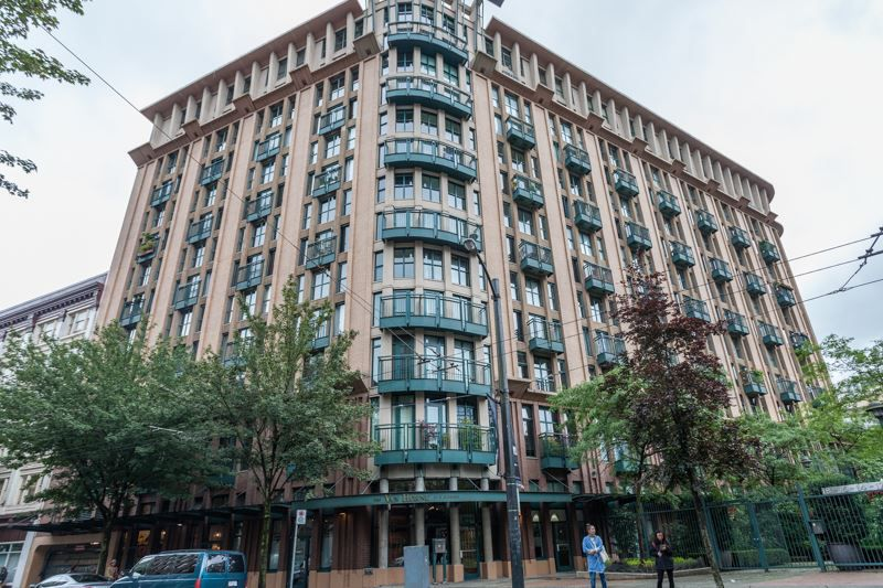 "Main Photo: 303 22 E CORDOVA Street in Vancouver: Downtown VE Condo for sale in ""Van Horne"" (Vancouver East)  : MLS®# R2191464"