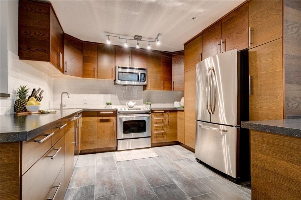 Main Photo: 214 1631 28 Avenue SW in Calgary: South Calgary Condo for sale : MLS®# C4182791