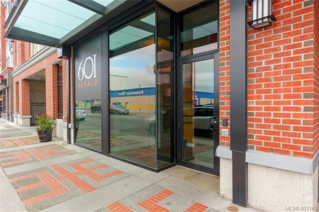 Main Photo: 305 601 Herald Street in VICTORIA: Vi Downtown Condo Apartment for sale (Victoria)  : MLS®# 402163