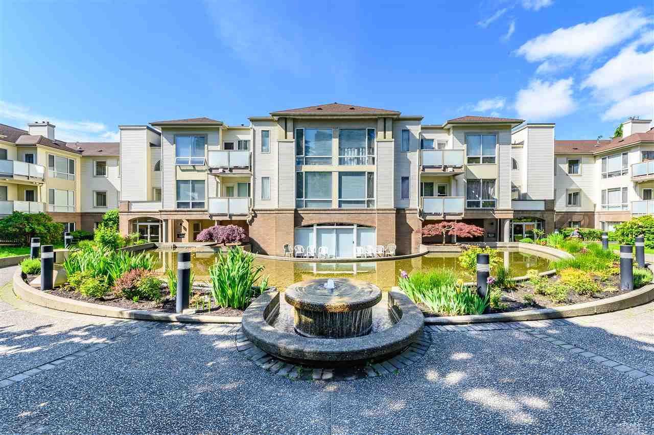 Main Photo: 204 6740 STATION HILL Court in Burnaby: South Slope Townhouse for sale (Burnaby South)  : MLS®# R2369766