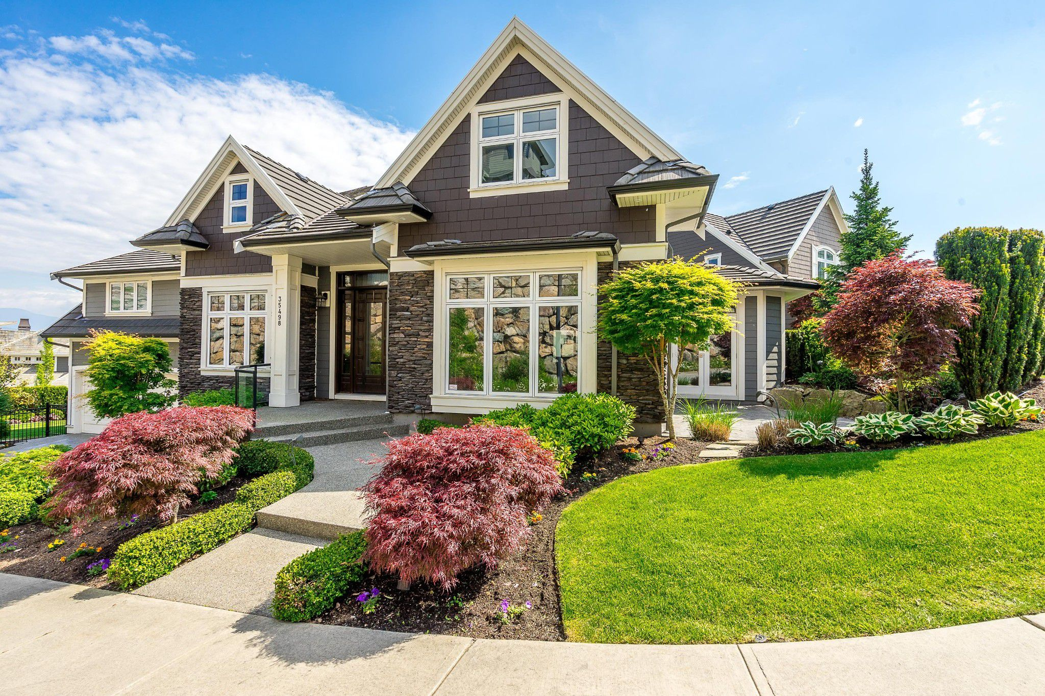 """Main Photo: 35498 MAHOGANY Drive in Abbotsford: Abbotsford East House for sale in """"EAGLE MOUNTAIN"""" : MLS®# R2372658"""