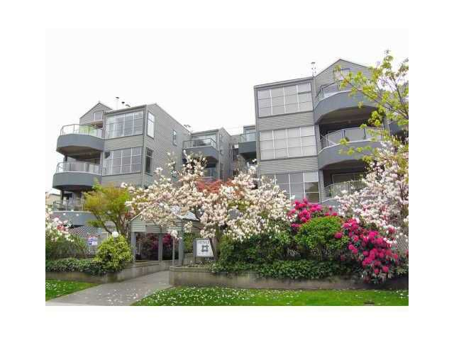 "Main Photo: 302 2250 W 3RD Avenue in Vancouver: Kitsilano Condo for sale in ""Henley Park"" (Vancouver West)  : MLS®# V889430"