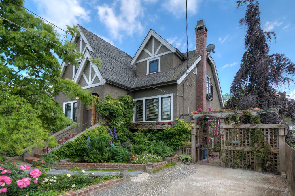 "Main Photo: 412 EIGHTH Avenue in New Westminster: GlenBrooke North House for sale in ""GLENBROOKE NORTH"" : MLS®# V1128890"