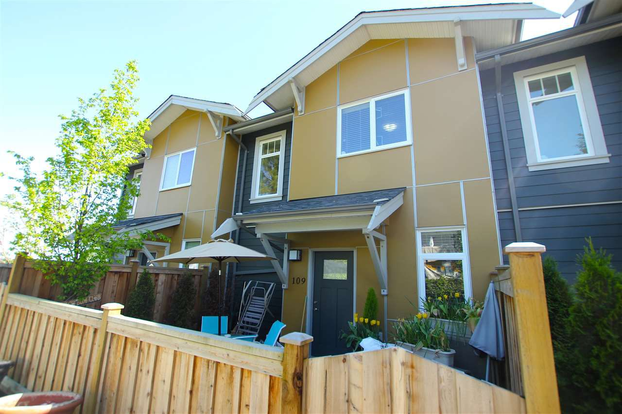 """Main Photo: 109 801 RODERICK Avenue in Coquitlam: Coquitlam West Townhouse for sale in """"VILLAGE AT BLUE MOUNTAIN"""" : MLS®# R2061786"""