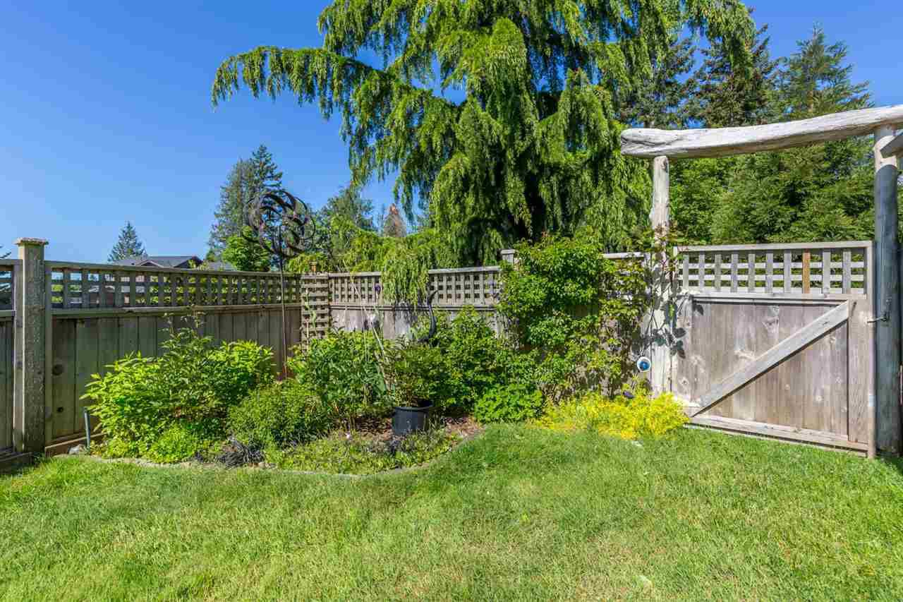 "Photo 12: Photos: 6387 SAMRON Road in Sechelt: Sechelt District House for sale in ""WEST SECHELT"" (Sunshine Coast)  : MLS®# R2163936"