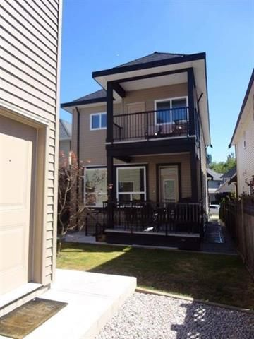 Photo 3: Photos: 19059 67A Avenue in Cloverdale: Clayton House for sale : MLS®# R2240372