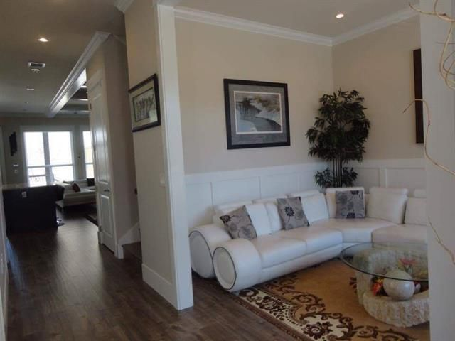 Photo 13: Photos: 19059 67A Avenue in Cloverdale: Clayton House for sale : MLS®# R2240372