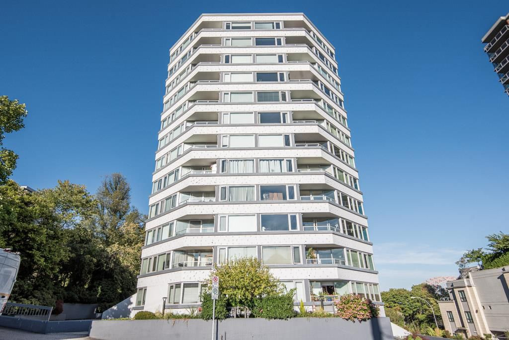 "Main Photo: 902 31 ELLIOT Street in New Westminster: Downtown NW Condo for sale in ""ROYAL ALBERT TOWERS"" : MLS®# R2308082"