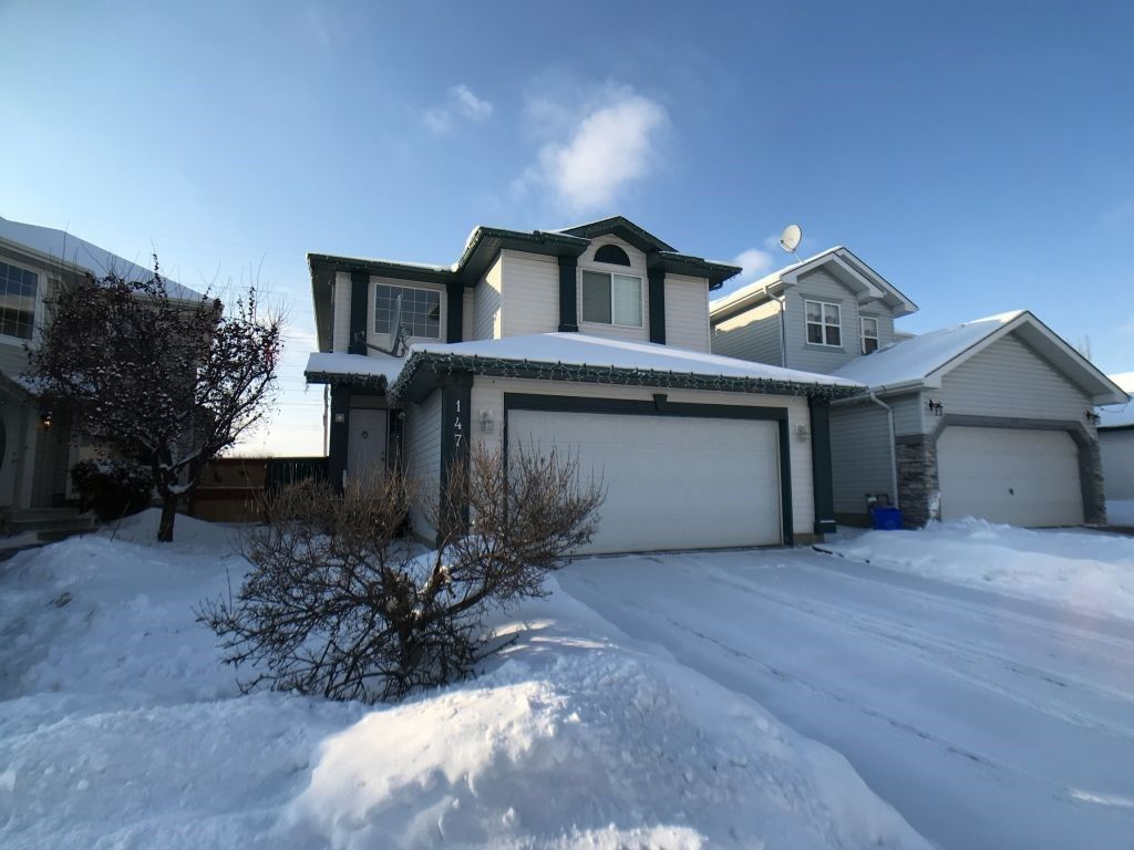 Main Photo: 147 Ward Crescent in Edmonton: Zone 30 House for sale : MLS®# E4143476