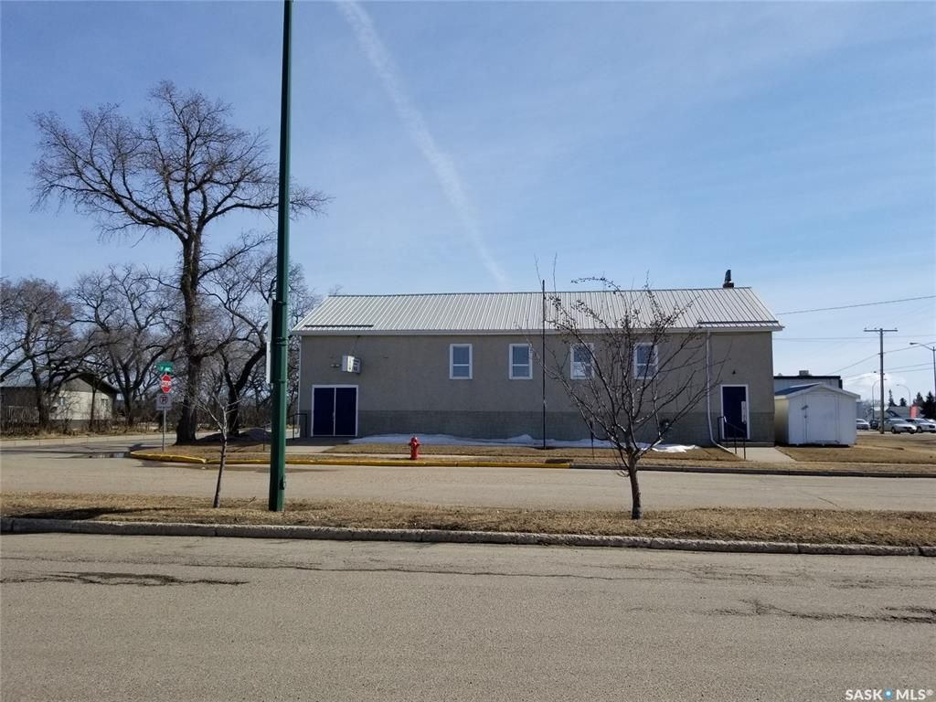 Main Photo: 102 1st Avenue East in Wilkie: Commercial for sale : MLS®# SK759117