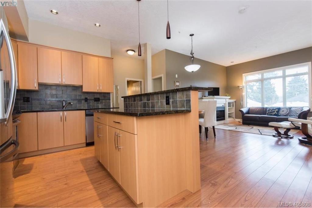 Main Photo: 202 623 Treanor Avenue in VICTORIA: La Thetis Heights Condo Apartment for sale (Langford)  : MLS®# 405808
