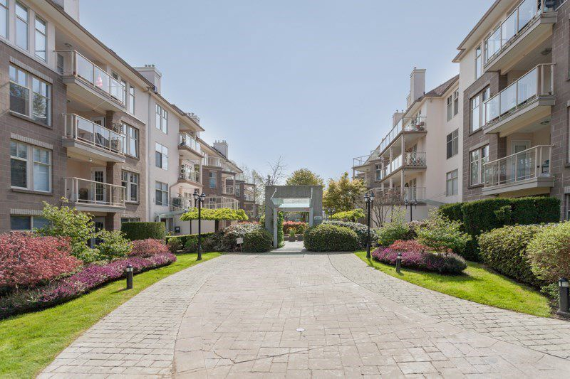 "Main Photo: 403 15340 19A Avenue in Surrey: King George Corridor Condo for sale in ""Stratford Gardens"" (South Surrey White Rock)  : MLS®# R2353532"