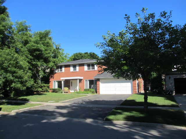 Main Photo: 1486 Durham Street in Oakville: Eastlake House (2-Storey) for sale : MLS®# W2949173