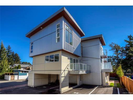 Main Photo: 121 2737 Jacklin Road in VICTORIA: La Langford Proper Townhouse for sale (Langford)  : MLS®# 373213