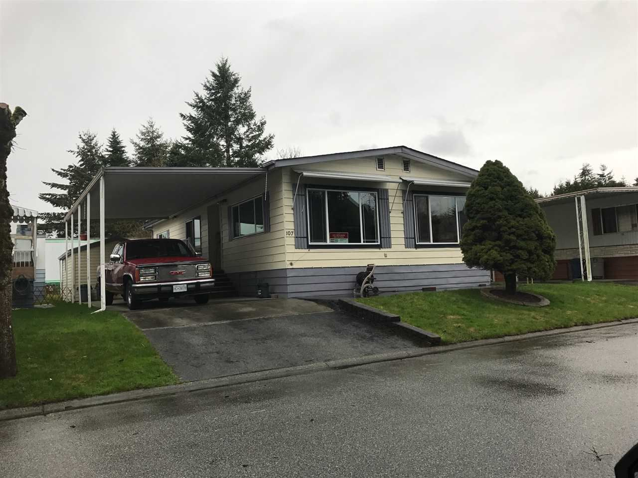 "Main Photo: 107 8560 156 in Surrey: Fleetwood Tynehead Manufactured Home for sale in ""Westvilla"" : MLS®# R2148670"