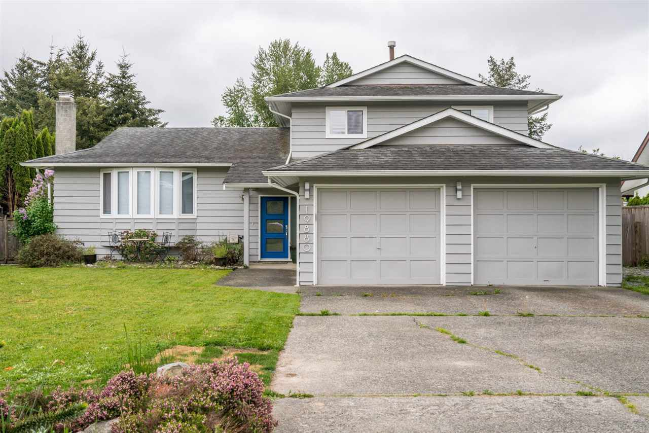 Main Photo: 19880 S WILDWOOD Crescent in Pitt Meadows: South Meadows House for sale : MLS®# R2266968