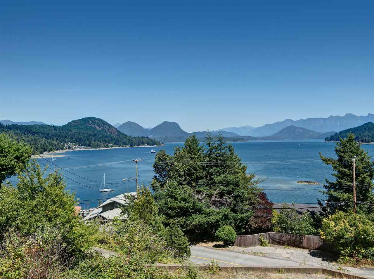 """Main Photo: 31 377 SKYLINE Drive in Gibsons: Gibsons & Area Home for sale in """"The Bluff"""" (Sunshine Coast)  : MLS®# R2272873"""