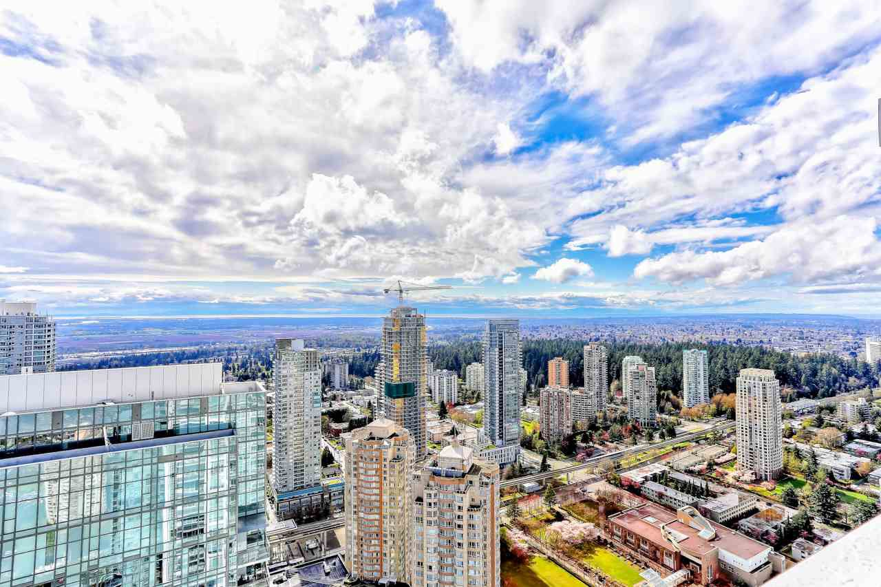 """Main Photo: 5202 4670 ASSEMBLY Way in Burnaby: Metrotown Condo for sale in """"STATION SQUARE"""" (Burnaby South)  : MLS®# R2355560"""