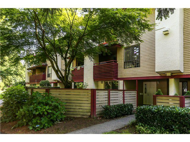 """Main Photo: 10531 HOLLY PARK LN in Surrey: Guildford Townhouse for sale in """"HOLLY PARK"""" (North Surrey)  : MLS®# F1404080"""