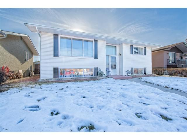 Main Photo: 7603 35 Avenue NW in Calgary: Bowness House  : MLS®# C4049295