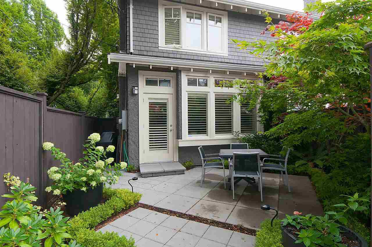 Main Photo: 2308 TRAFALGAR Street in Vancouver: Kitsilano Townhouse for sale (Vancouver West)  : MLS®# R2098100