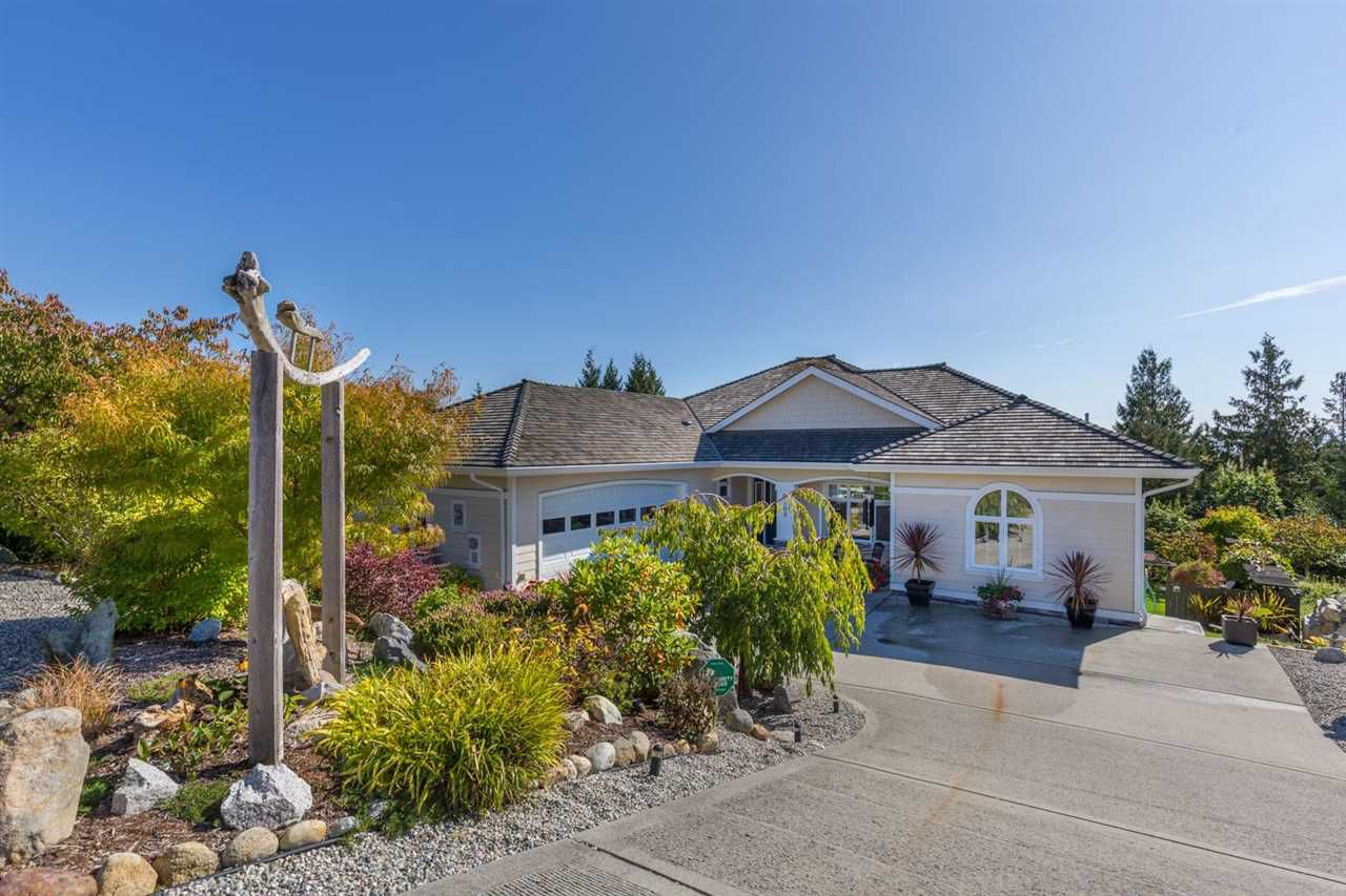 Main Photo: 6169 MIKA Road in Sechelt: Sechelt District House for sale (Sunshine Coast)  : MLS®# R2112490