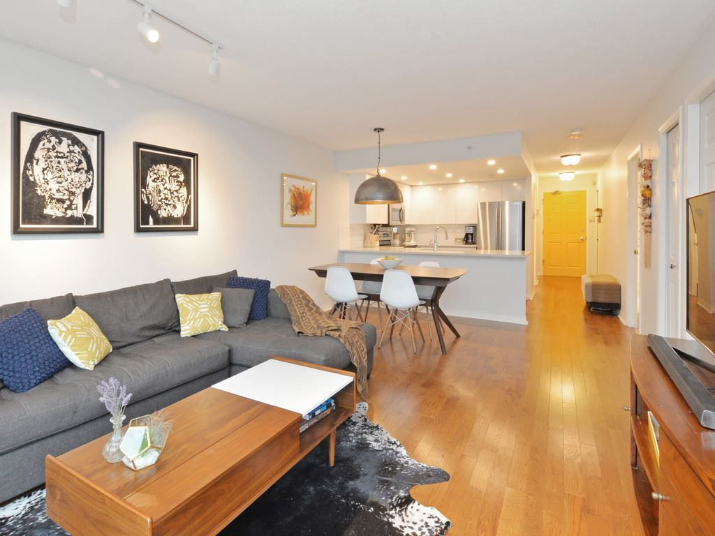 """Main Photo: 803 1088 QUEBEC Street in Vancouver: Mount Pleasant VE Condo for sale in """"THE VICEROY"""" (Vancouver East)  : MLS®# R2117103"""