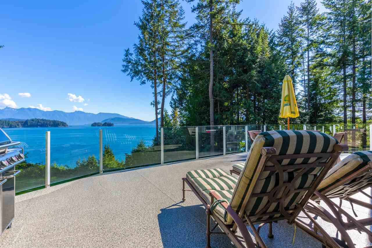"""Main Photo: 1454 SMITH Road in Gibsons: Gibsons & Area House for sale in """"LANGDALE"""" (Sunshine Coast)  : MLS®# R2133101"""