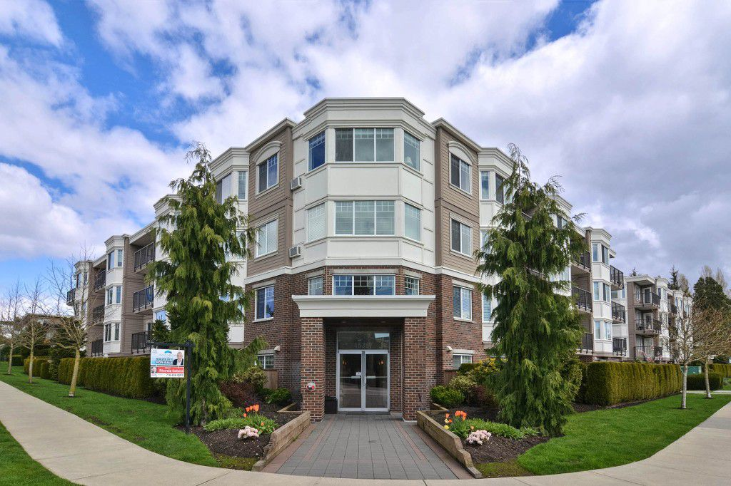 "Main Photo: 202 15357 ROPER Avenue: White Rock Condo for sale in ""REGENCY COURT"" (South Surrey White Rock)  : MLS®# R2159273"