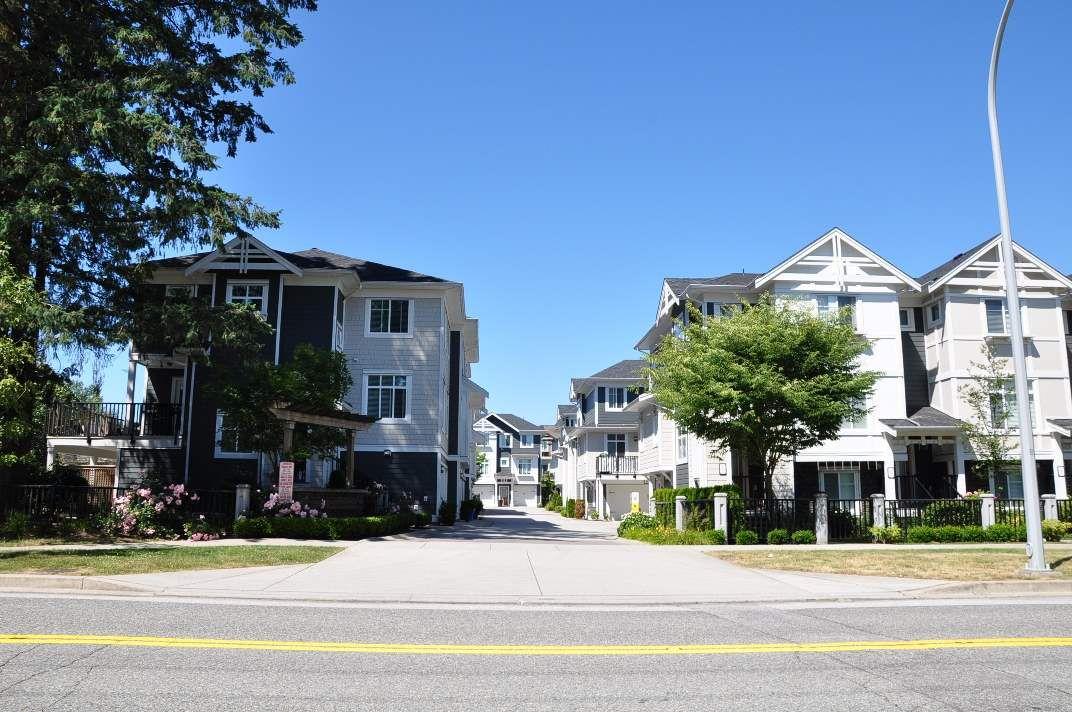 Main Photo: 24 8433 164 Street in Surrey: Fleetwood Tynehead Townhouse for sale : MLS®# R2181805