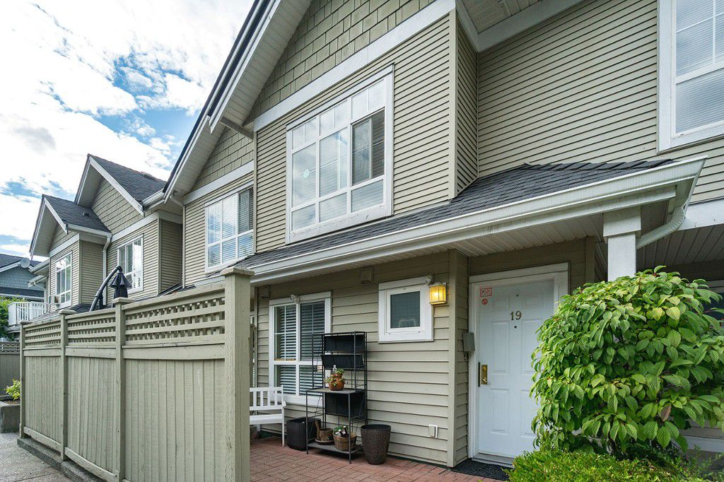 "Main Photo: 19 6670 RUMBLE Street in Burnaby: South Slope Townhouse for sale in ""MERIDIAN BY THE PARK"" (Burnaby South)  : MLS®# R2191184"