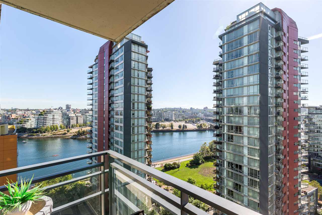 """Main Photo: 1805 33 SMITHE Street in Vancouver: Yaletown Condo for sale in """"COOPERS LOOKOUT"""" (Vancouver West)  : MLS®# R2205849"""