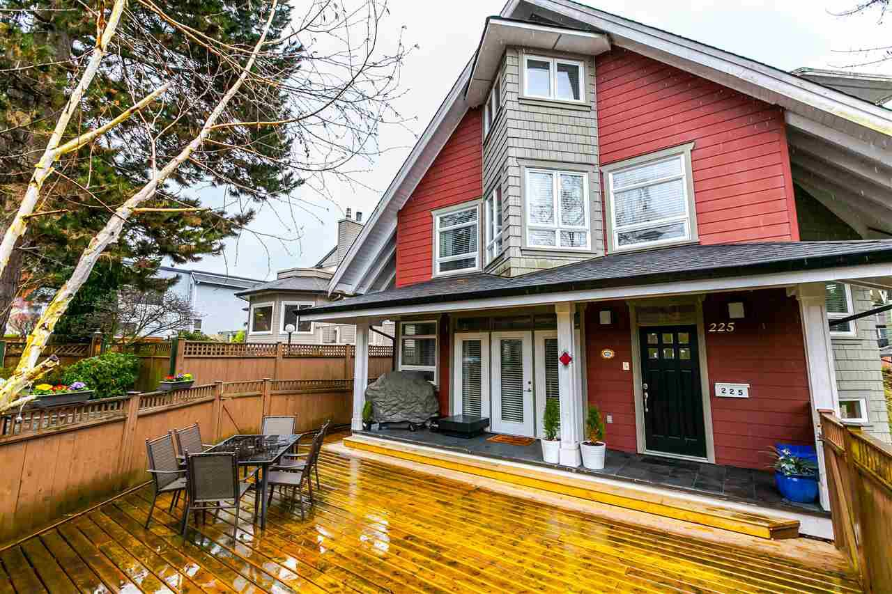 Main Photo: 225 E 17TH STREET in North Vancouver: Central Lonsdale Townhouse for sale : MLS®# R2156130