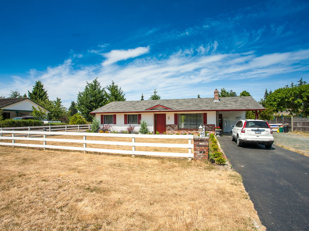 Main Photo: 1593 Dalmatian Drive in French Creek: House for sale : MLS®# 394449