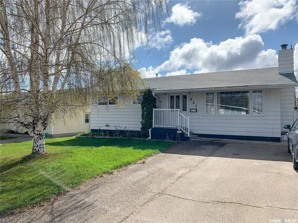 Main Photo: 621 2nd Avenue Southeast in Swift Current: South East SC Residential for sale : MLS®# SK771633