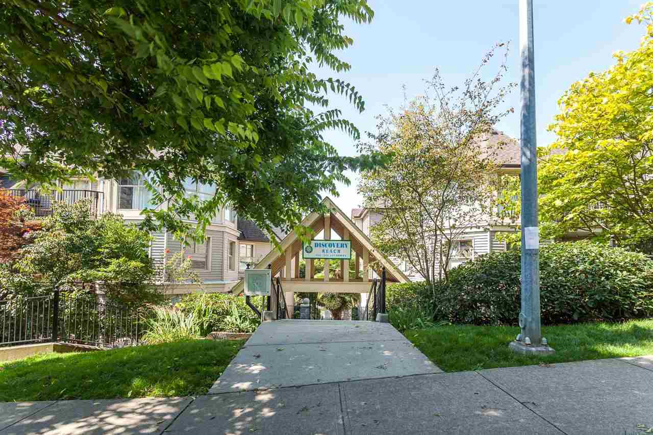Main Photo: 510 210 ELEVENTH STREET in New Westminster: Uptown NW Condo for sale : MLS®# R2281064