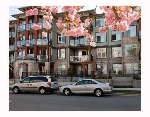Main Photo: 107 2336 Whyte Ave in Centrepointe: Home for sale : MLS®# V798696