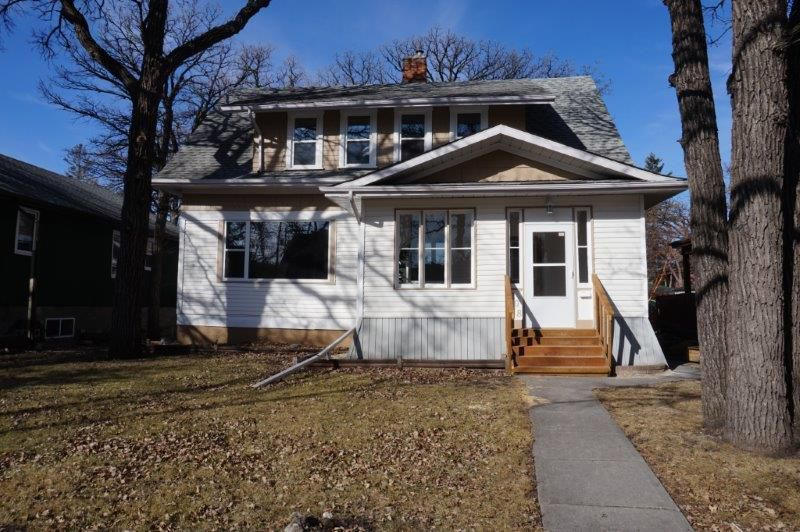 Main Photo: 208 Winchester Street in : Deer Lodge Single Family Detached for sale