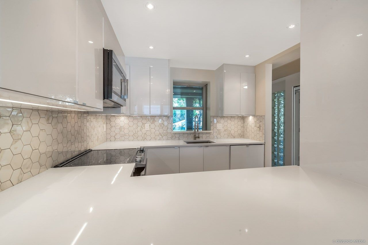 Main Photo: 313 555 ABBOTT STREET in Vancouver: Downtown VW Condo for sale (Vancouver West)  : MLS®# R2305372